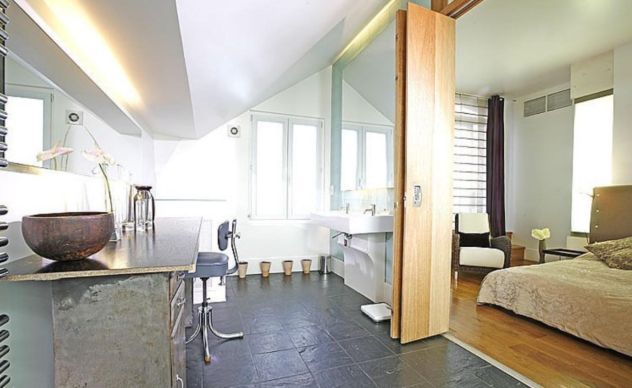 Đối diện với nhà vệ sinh sẽ khiến phòng ngủ bị nhiễm uế khí