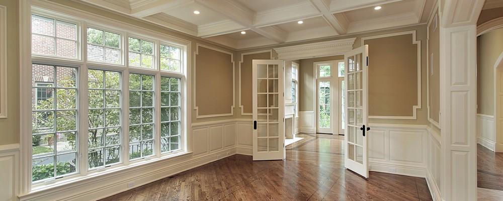 Cửa chính nên chéo hoặc cùng hướng với cửa sổ, không nên đối diện nhau