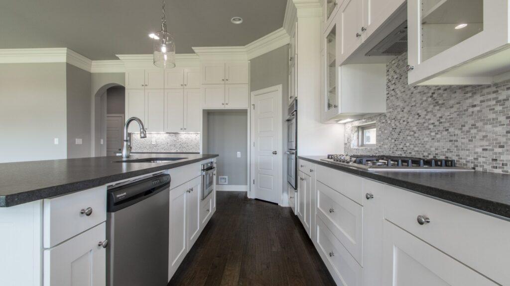 Cửa bếp nấu đối diện với cửa phòng bếp là hung