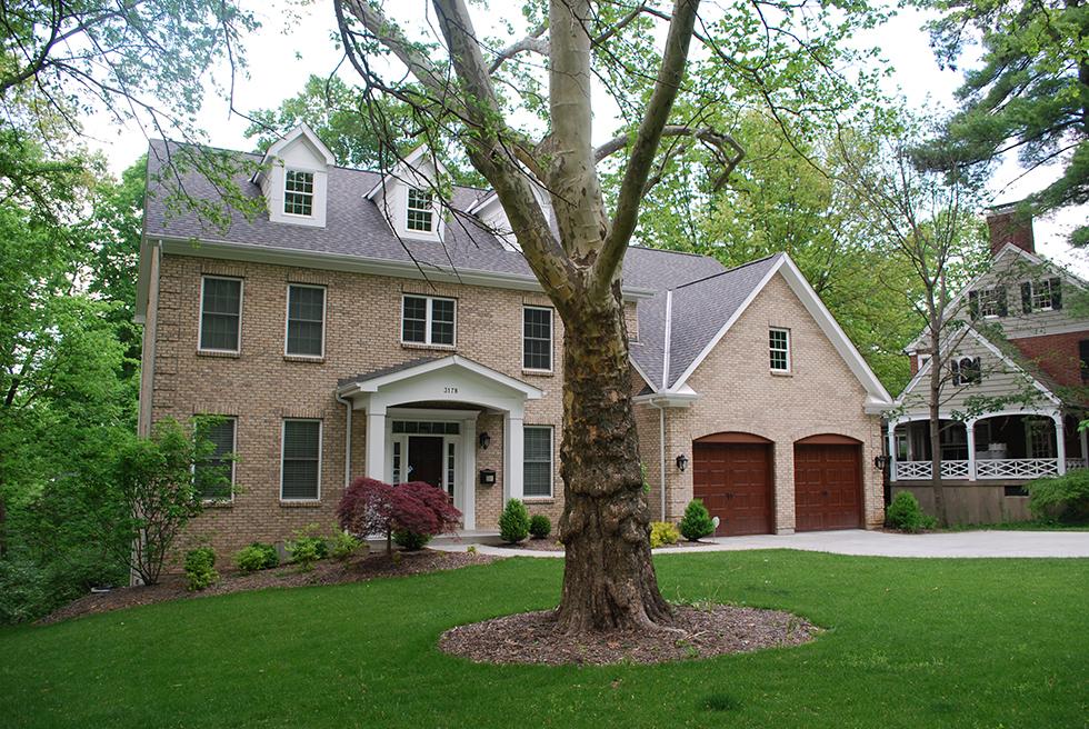 Hình thế nhà đẹp không nên có cây cổ thụ phía trước