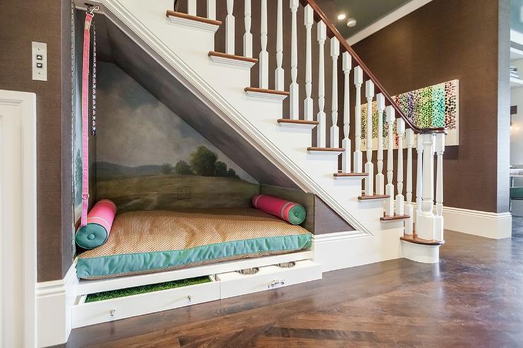 Đặt giường dưới cầu thang, phạm phong thủy cầu thang dễ dàng sinh bệnh