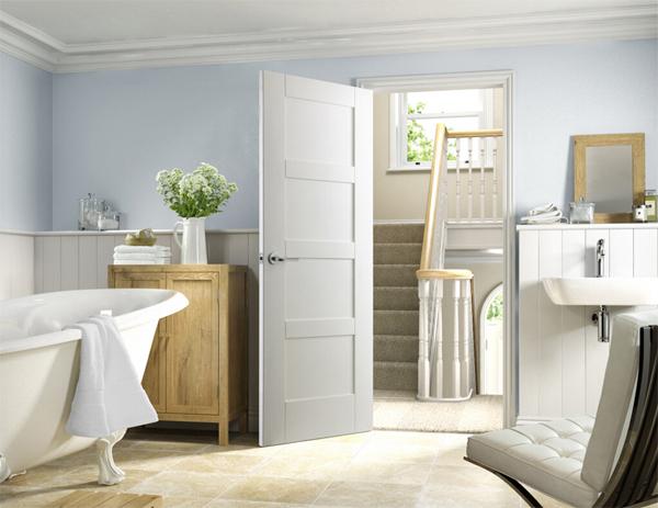 Hướng cửa nhà vệ sinh không nên đối diện với bất kỳ cánh cửa phòng nào trong nhà (Ảnh minh họa)