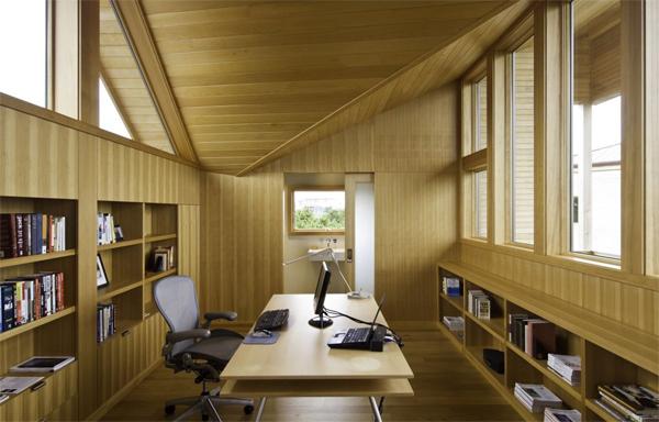 Tủ sách nên làm bằng gỗ và nên để mở