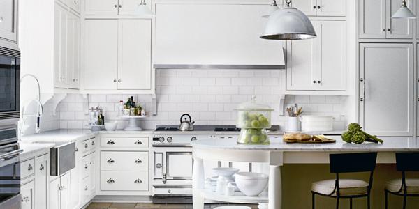 Phong thủy biệt thự quy định, hướng bếp không nên đối diện với cửa phòng (Ảnh minh họa)