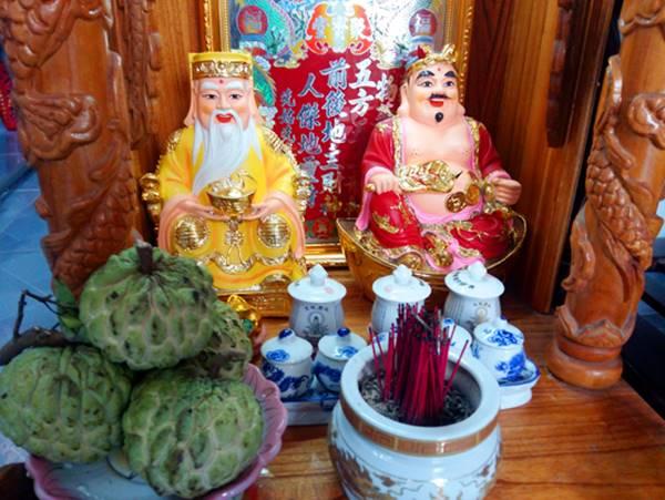 Phong thuy ong Than Tai Nguon goc va phong tuc tho cung o Viet Nam (3)
